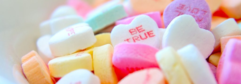 obi-onyeador - les-bulles-de-bonheur-bar-a-gourmandises-candy-bar-mariage-bonbons-couleurs-coeur